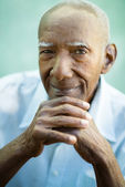 Closeup of happy old black man smiling at camera — Stock Photo