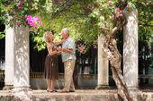 Felice coppia senior ballo ballo latino americano per divertimento — Foto Stock