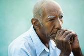 Ritratto di uomo anziano calvo triste — Foto Stock