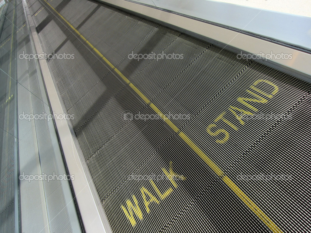 A moving walkway at a modern airport — Stock Photo #11659949