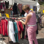Woman shopping on the market — Stock Photo