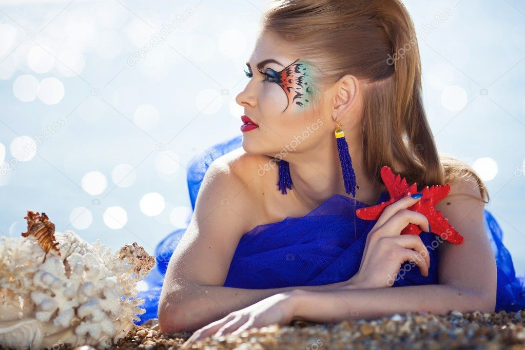 Girl with fantasy makeup on the beach — Stock Photo #10859620