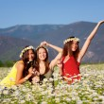 Three girls on camomile field — Stock Photo #10916121