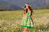 Girl on camomile field — Stock Photo