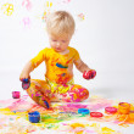 Little girl painting in studio — Stock Photo #11118592