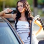 Girl near the car — Stock Photo