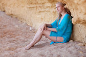 Blonde girl on the sand — Stock fotografie
