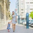 Mother and baby walking in city — Stock Photo
