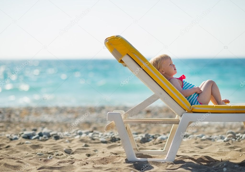 Beb acostado en la hamaca en la playa fotos de stock citalliance 11564794 - Fotos de hamacas en la playa ...