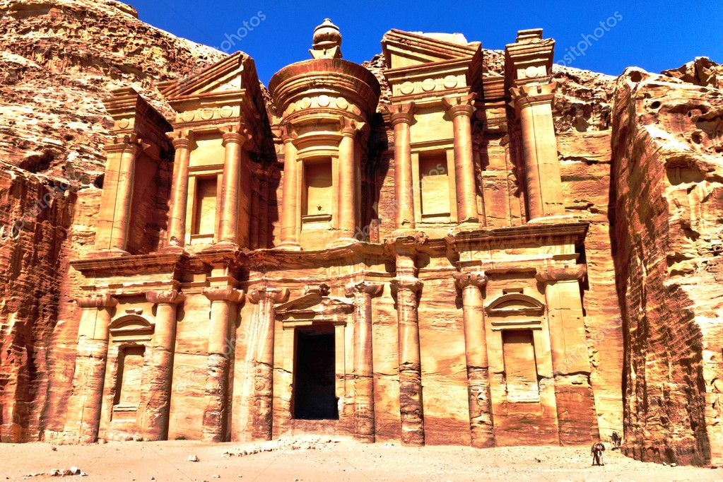 Ancient ruins of the Monastery of Petra, Jordan — Stock Photo #11007260
