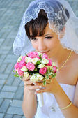 Beautiful bride with bouquet — Stock Photo