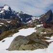 Mountain hut on Lofoten — Stock Photo