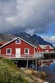 Cabanas de pesca vermelho em lofoten — Foto Stock
