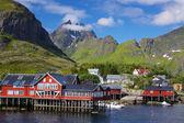 живописная деревня на лофотенских островах — Стоковое фото