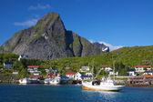 Barcos de pesca en noruega — Foto de Stock