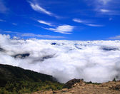 High Mountain with cloud and blue sky — Stock Photo