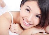 Kobieta uśmiechnięta twarz zdrowie zębów — Zdjęcie stockowe