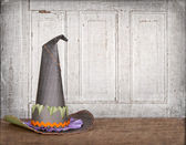Witches hat with grunge background — Stock Photo