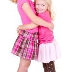 zusters knuffelen — Stockfoto