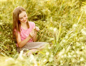 A girl sitting outdoors — Stock Photo