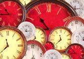 Nombreuses horloges remplissage d'arrière-plan — Photo