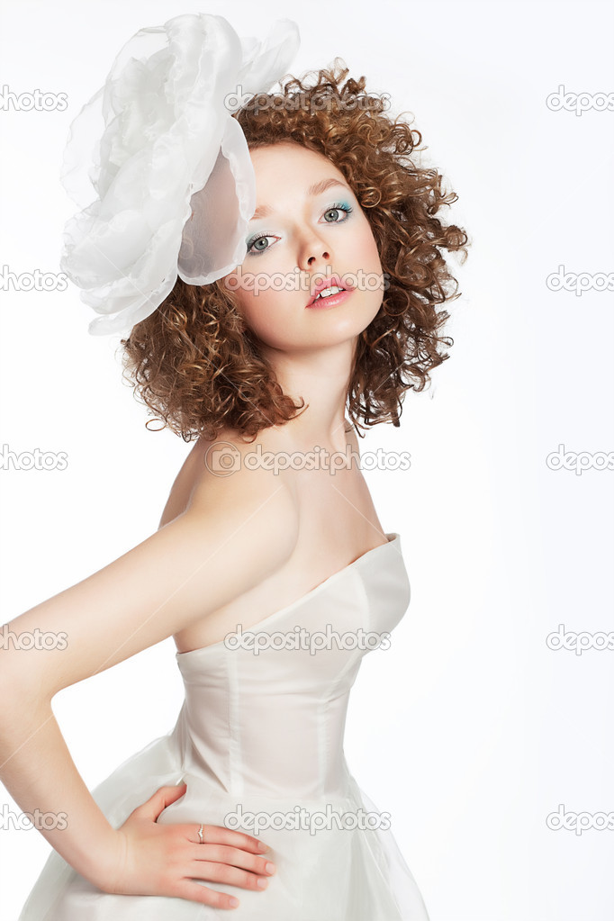 Beautiful young woman bride posing in white wedding dress with bow — Stock Photo #11143929
