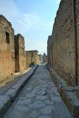 Narrow cobblestone street in Pompeii — Stock Photo