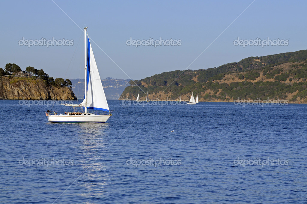 Sailboats in San Francisco Bay with jib sail up and mainsail reefed — Stock Photo #10975792