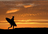 Surfer running out to sea — Stock Photo
