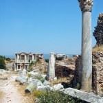 Columns in the historical ancient Roman city of Ephesus in Turkey — Stock Photo
