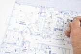 Arquitecto hacer cambios a los planes — Foto de Stock