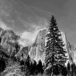 Clouds forming on the granite peaks in Yosemite valley — Stock Photo