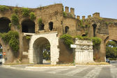 Roman Gate at the end of Via Veneto — Stock Photo