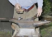 Farrier working on horse shoe — Stock Photo