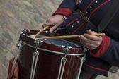 Hraje na bicí nástroje — Stock fotografie