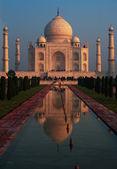 Taj Mahal Red Sunrise Fountain Reflection — Stock Photo