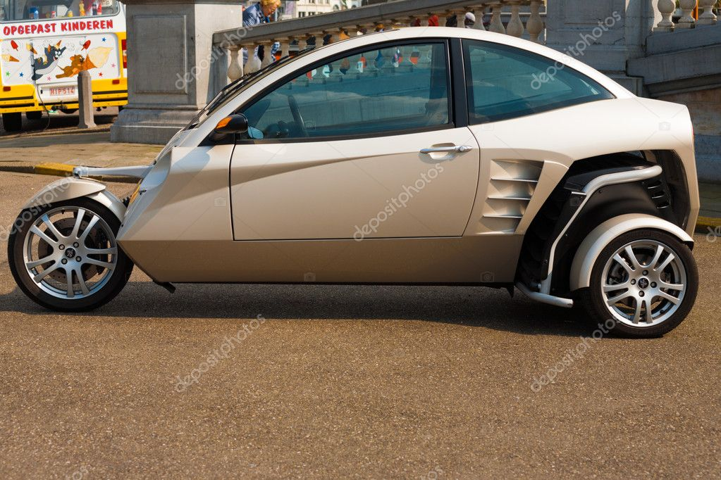 Carver e Two Person Hybrid Car Motorcycle — Stock