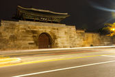 Gyeongbokgung Palace East Gate Trailing Lights — Stock Photo