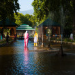 Shalimar Bagh Srinagar Female Tourists Fountains — Stock Photo