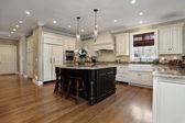 Kuchyně s bílým truhlářství — Stock fotografie