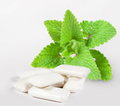 Chewing gum with mint — Stock Photo