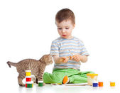 Kid drawing paints, cat watching at boy — Stock Photo