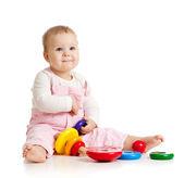 Lindo bebé o niño jugando con juguetes de color — Foto de Stock