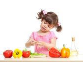Little kid preparing vegetables for salad. Concept of healthy fo — Foto de Stock