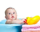Kind nehmen bad- und spielen — Stockfoto
