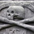 Crossbones on a grave — Stock fotografie