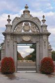 Entrance to the Parque del Buen Retiro — Stock Photo