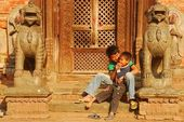Two boys playing in front of the house in Kathmandu, Nepal — Stock Photo
