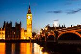 Big ben y la casa del parlamento en la noche, londres, reino unido — Foto de Stock