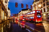 Red Bus on the Rainy Street of London in the Night, United Kingd — Stock Photo